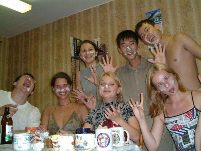 студенты за столом