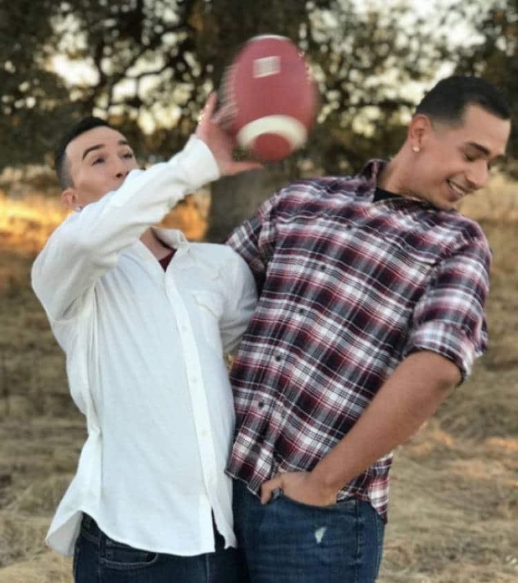 парни и мяч