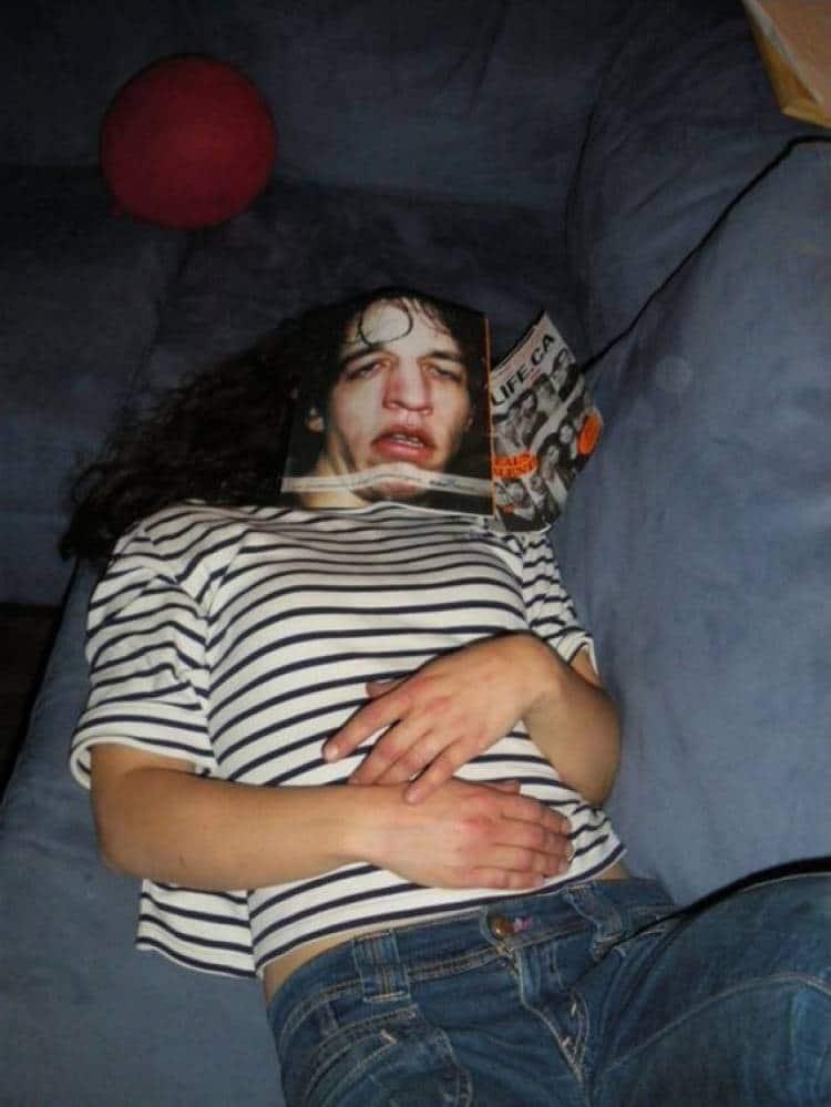 девушка с журналом на лице