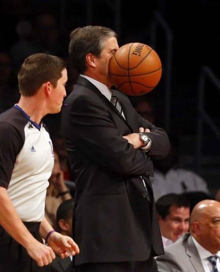 баскетбольный мяч попал по лицу