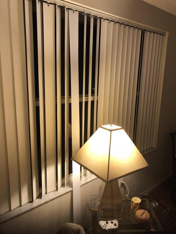 жалюзи на окне