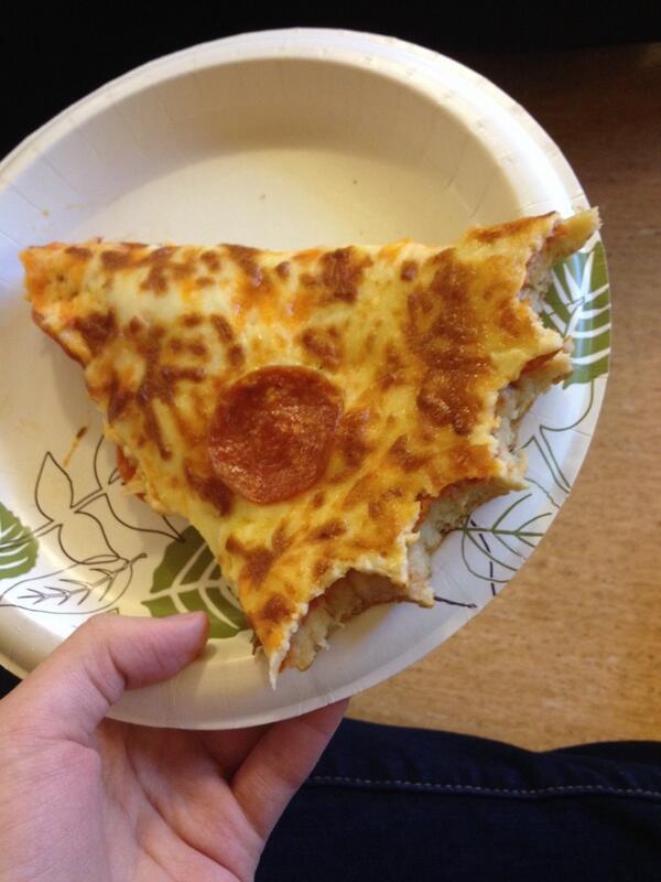 покусанная с краёв пицца
