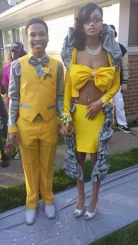 пара в желтых нарядах