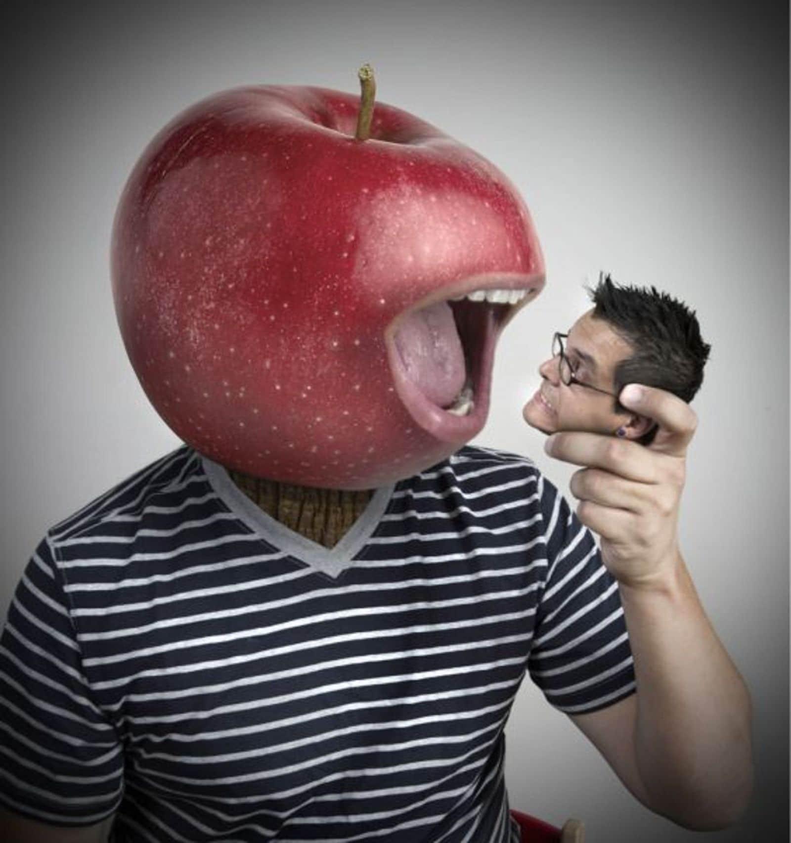 мужчина с яблоком вместо головы