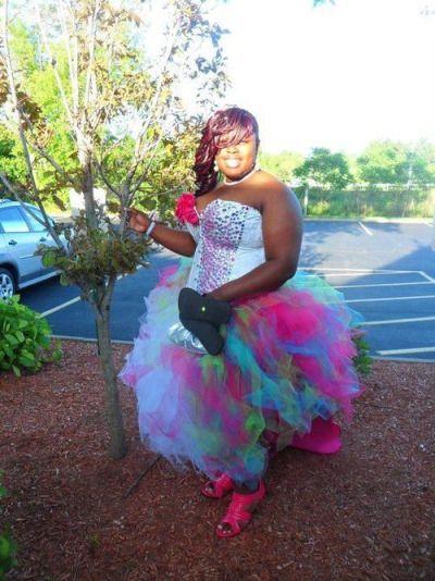 выпускница в пышном платье