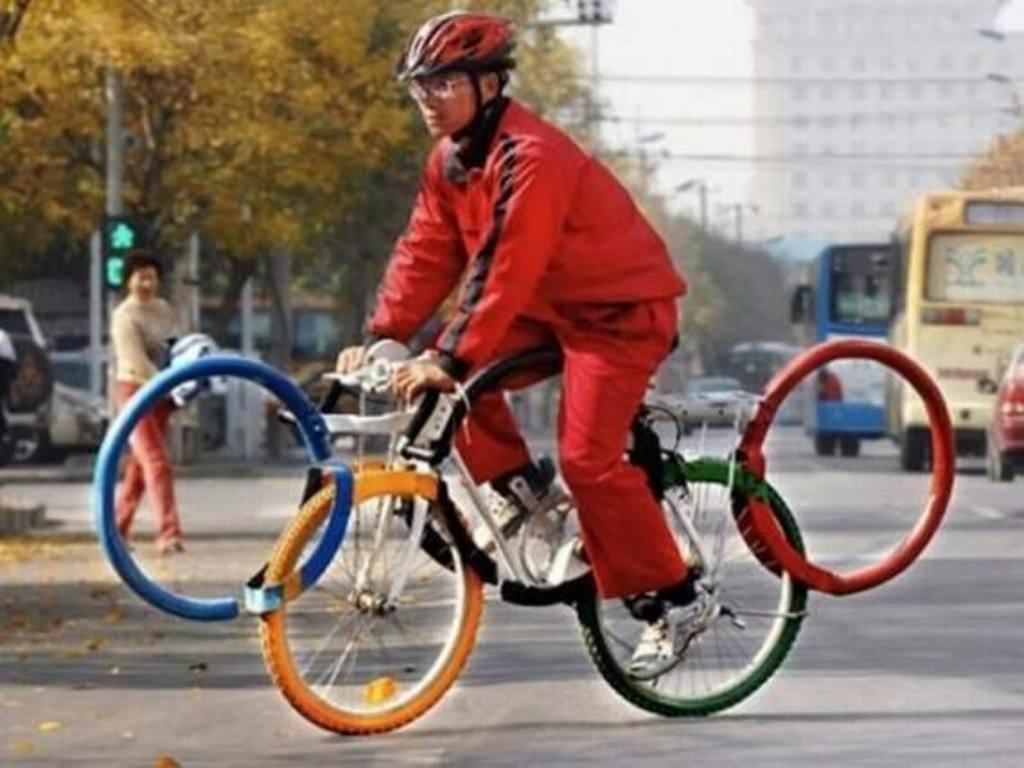 мужчина на велосипеде рис 2