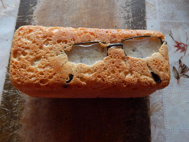 очки в хлебе