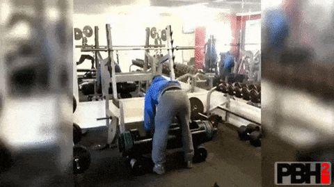 парень в спортзале
