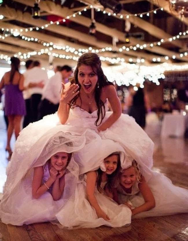 девочки под платьем у невесты
