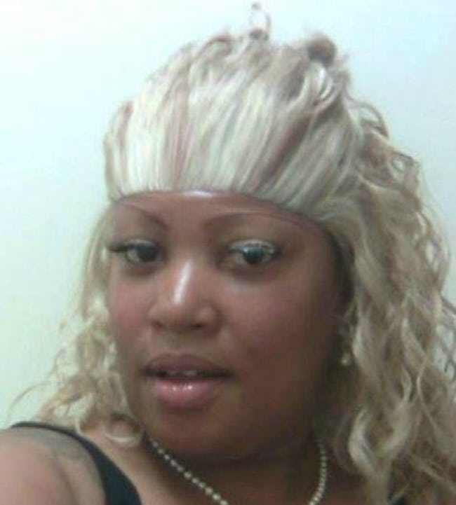 чернокожая женщина блондинка