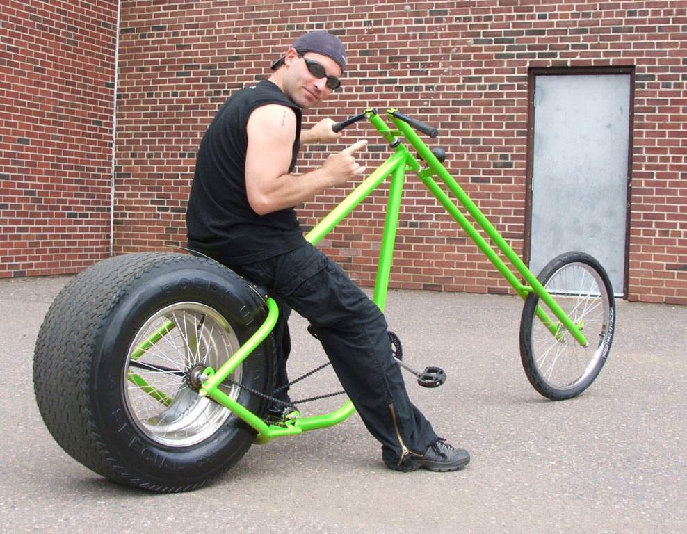 парень на велосипеде рис 2