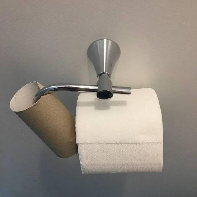 туалетная бумага висит
