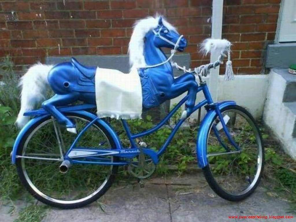 велосипед с фигурой лошади на нем