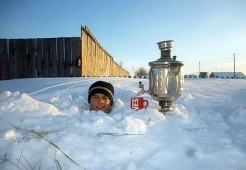 самовар в снегу
