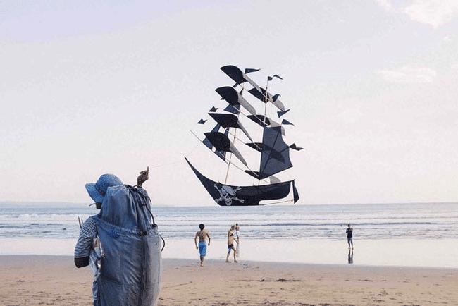воздушный змей в виде пиратского корабля