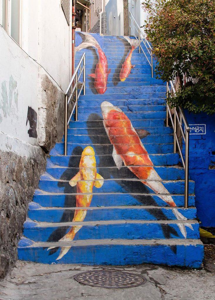 ступеньки с рыбками