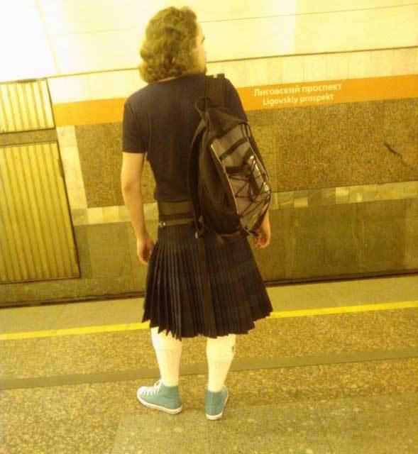 Посмотри под юбки в метро, рисунки женщин на древне римских оргиях черно белые
