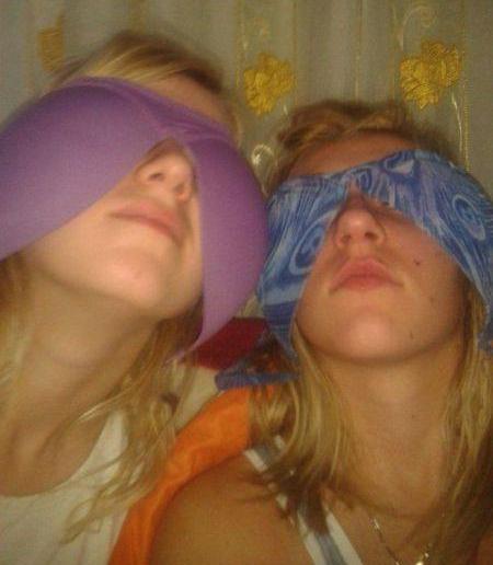 девушки с лифчиками на лице