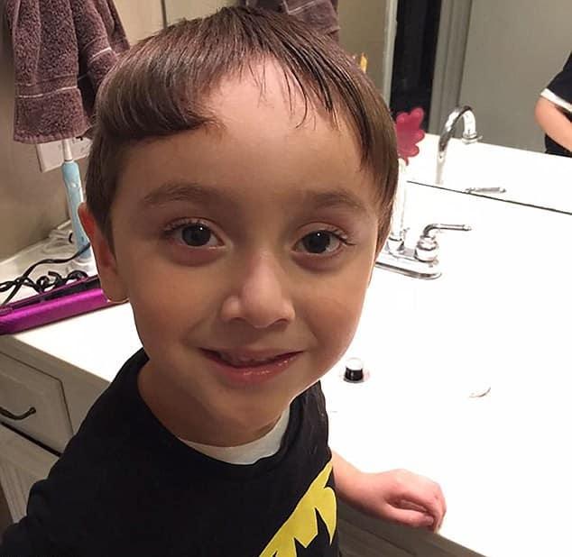 мальчик выстриг челку