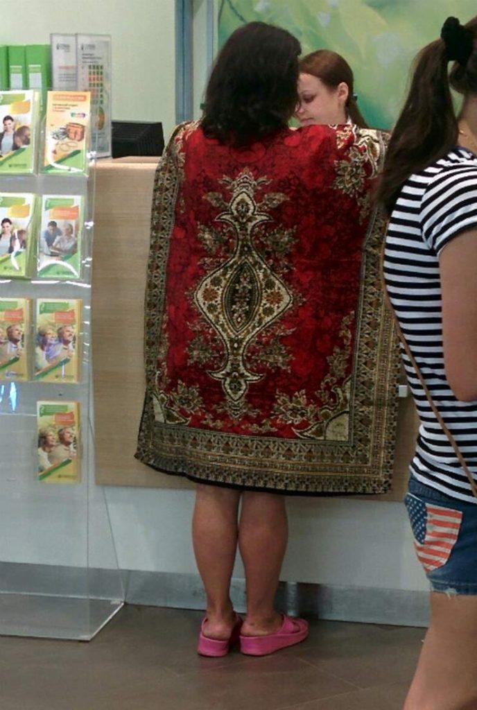 женщина в ковре