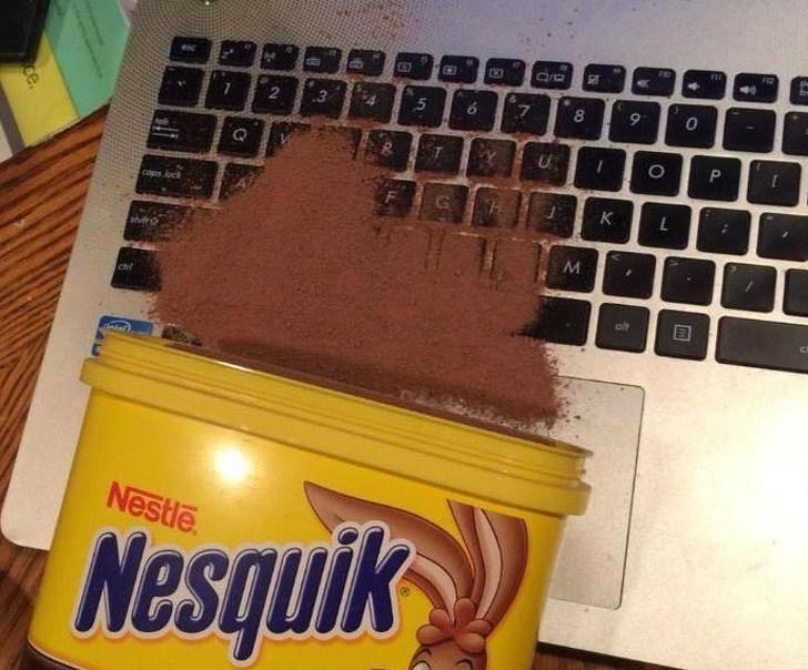 несквик рассыпался на ноутбук