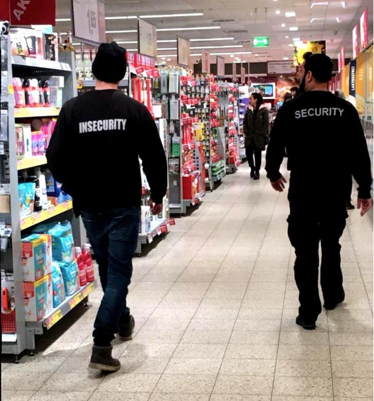 охрана в супермаркете