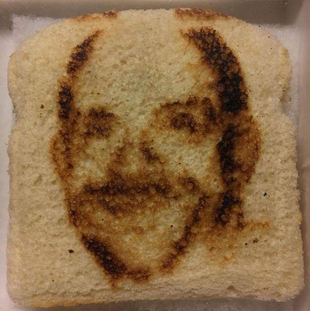 хлеб в рисунком лица