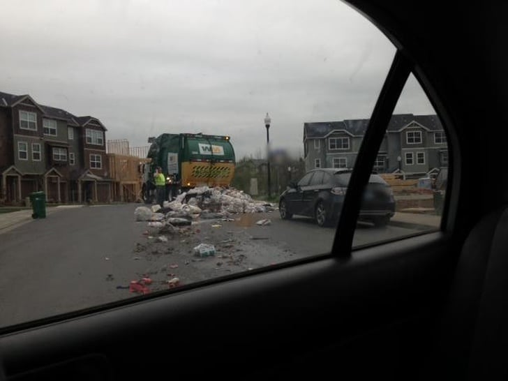 рассыпать мусор