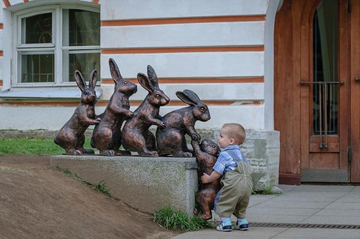 статуя зайцев
