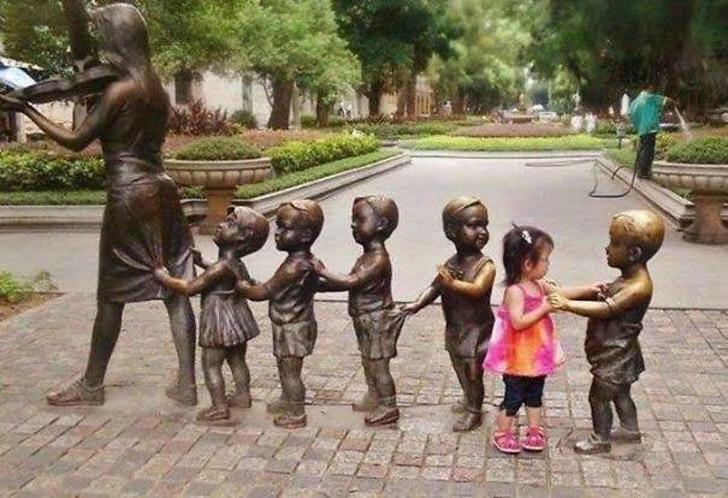 статуя детей