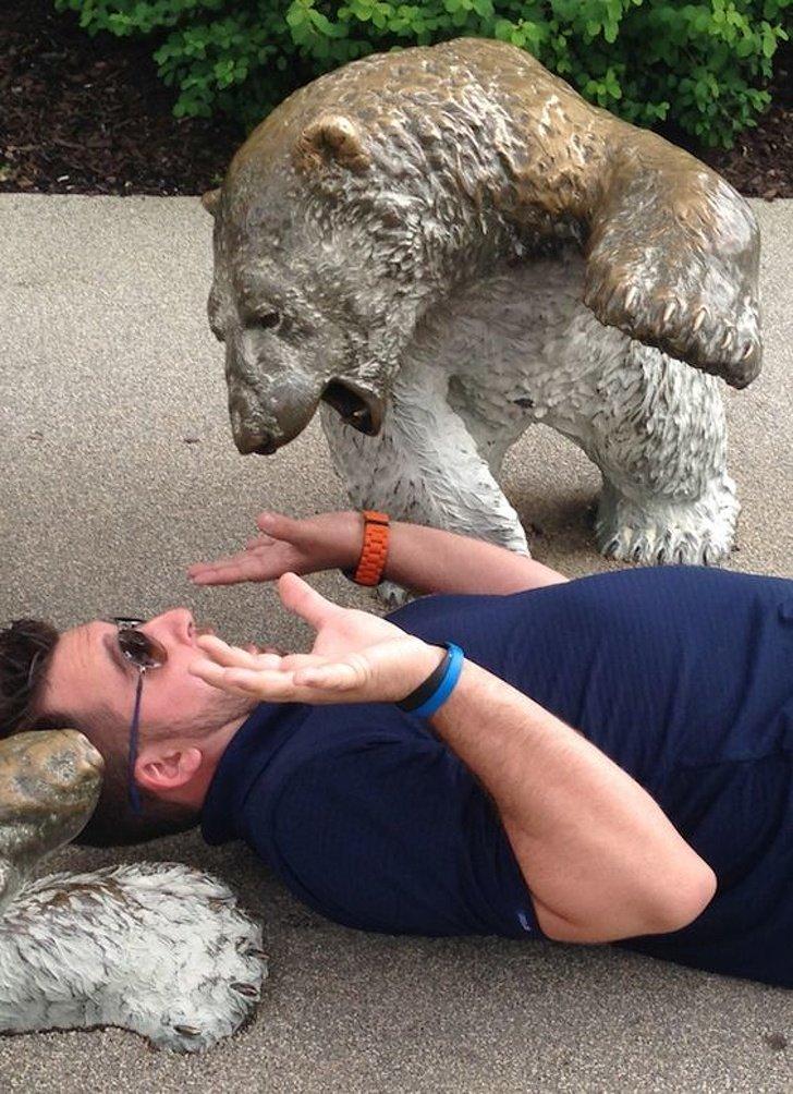 статуя медведя