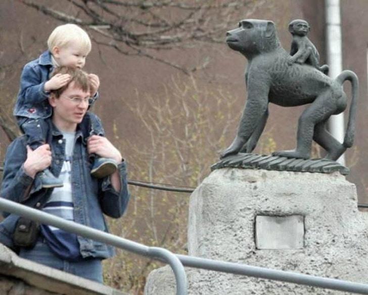 памятник обезьяне