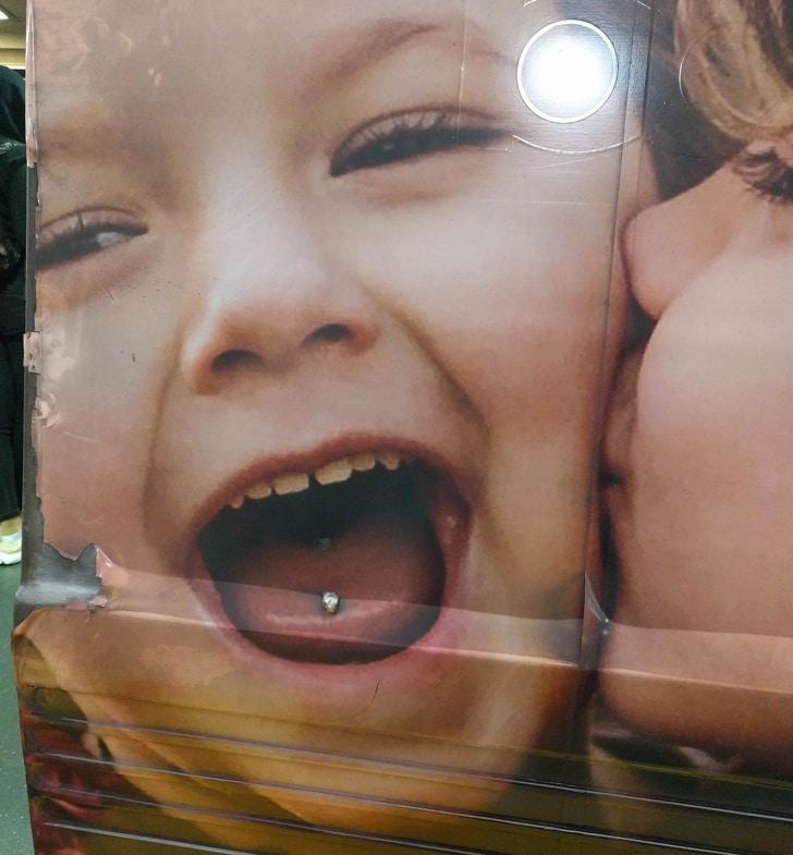 плакат с ребенком