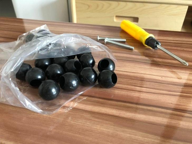 черные шарики