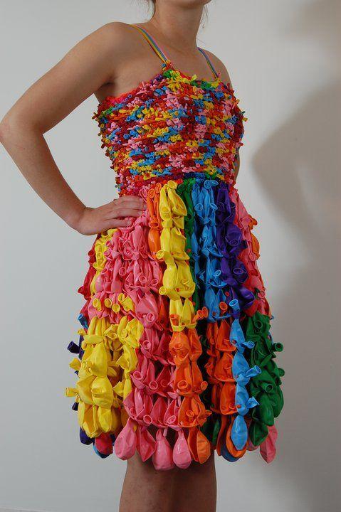 женское платье из воздушных шаров