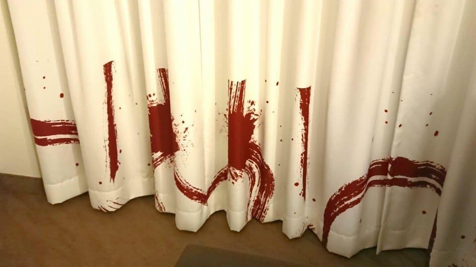 странная штора в отеле