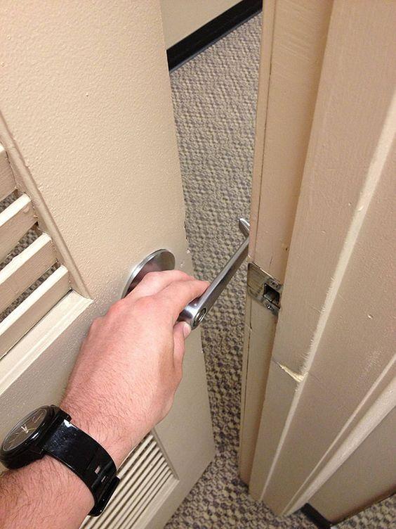 двери в номере