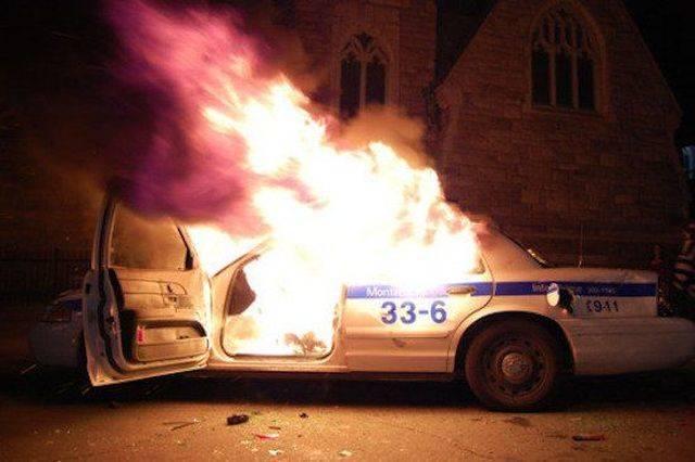 полицейская машина горит