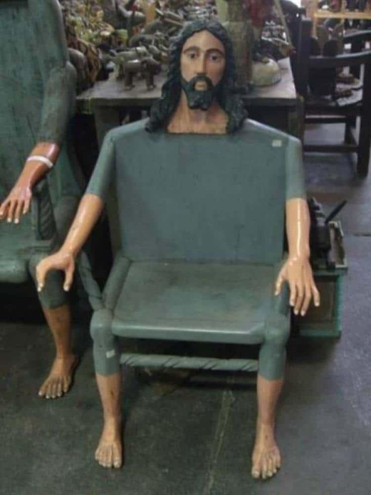 кресло с головой иисуса