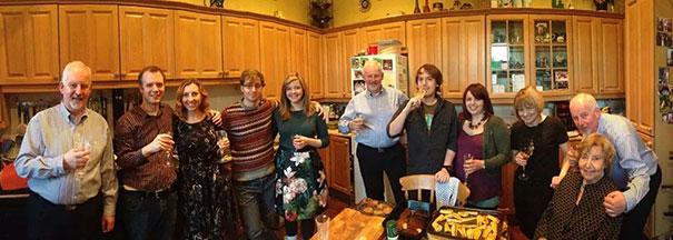 панорамное фото семьи