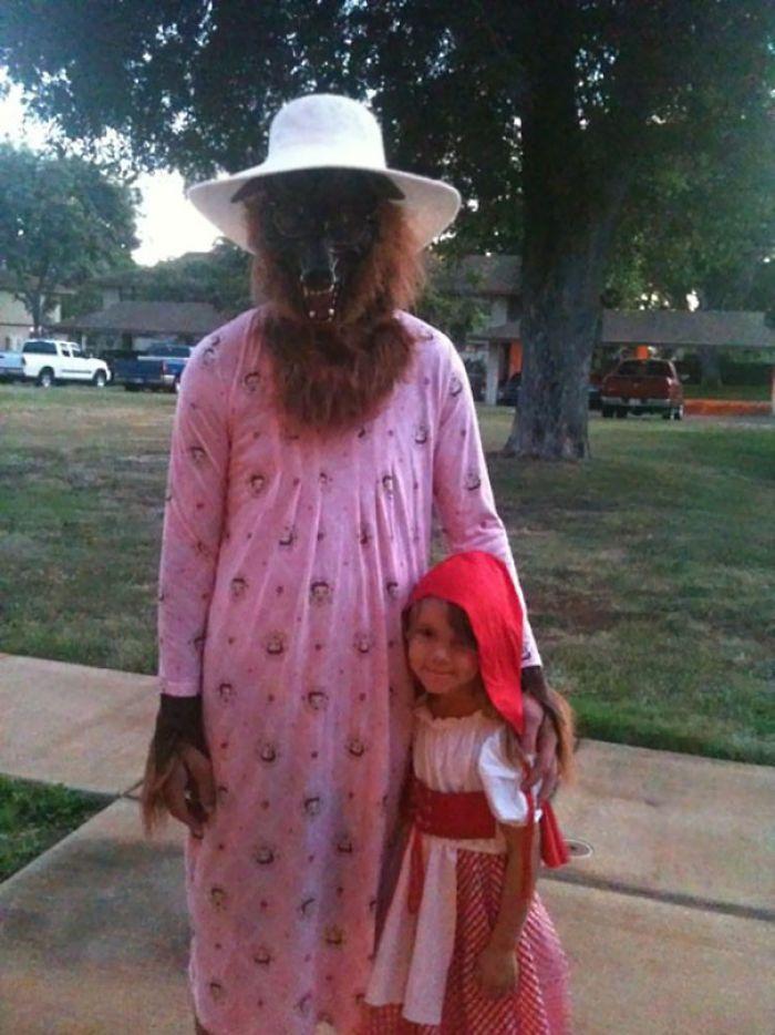 папа с дочкой в костюме маши и медведя
