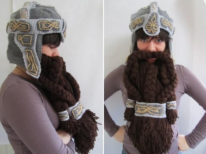 девушка в шапке-викинге