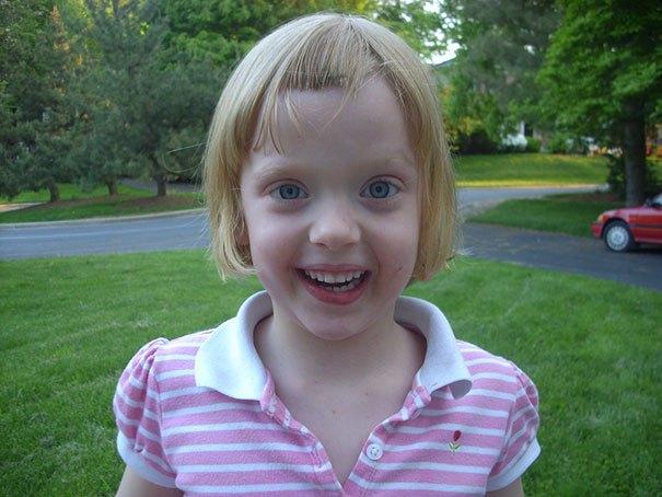 девочка с выстриженной челкой