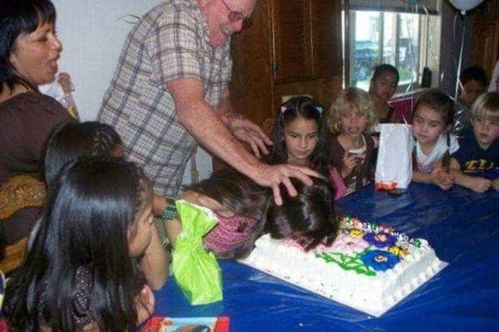 девочка лицом в торте