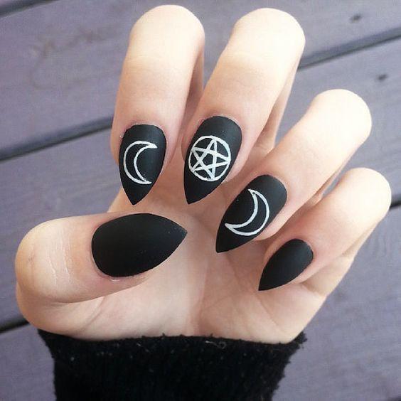 черный лак на ногтях