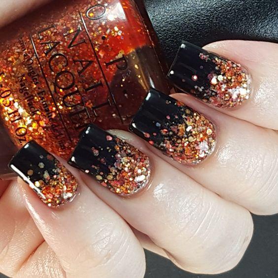 черные ногти с оранжевыми блестками