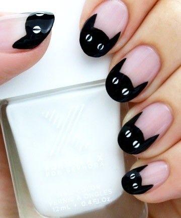 узор с черной кошкой на ногтях