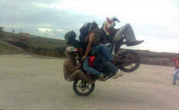 парни на мотоцикле