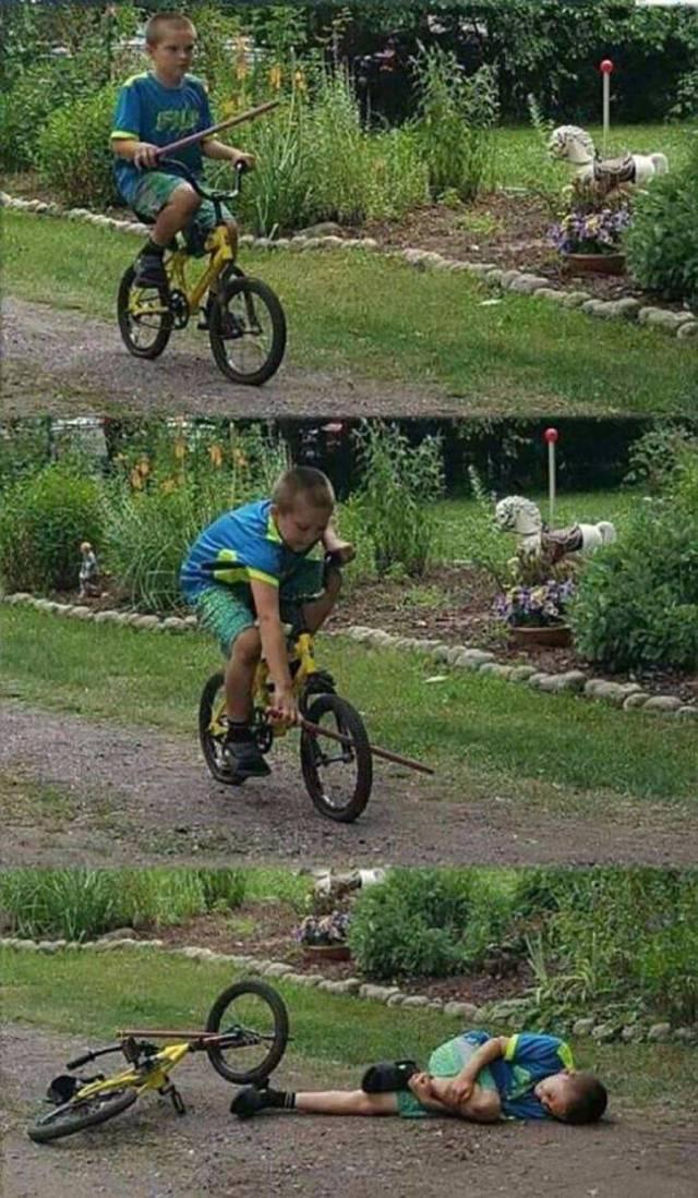 мальчик едет на велосипеде