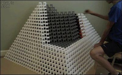 пирамида рушится
